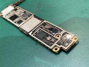 iPhone8の基板